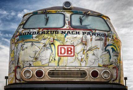 Sonderzug nach Berlin Pankow mit Bemalung